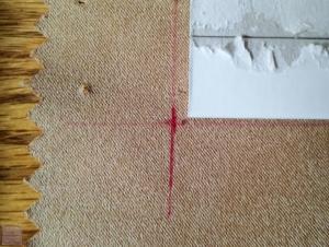 図案に沿って手ごろな厚紙を探し出し、カット。正確に測ったつもりでも、誤差が手でしまう。