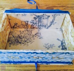 失敗例 1. 靴の箱なので、箱の上層部が厚くなっている。それを考慮しなかったため、底の方に隙間ができてしまった。